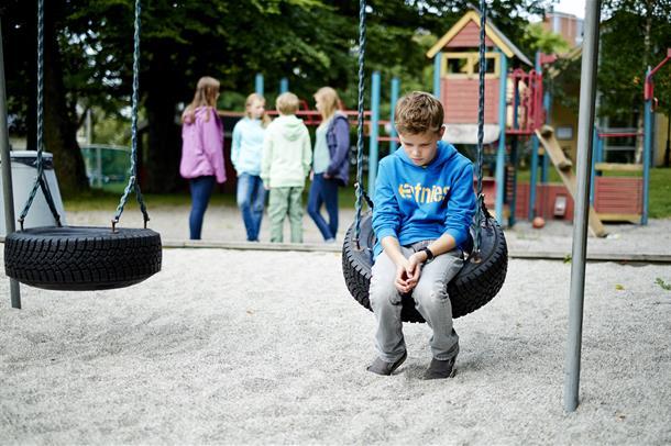 Illustrasjonsbilde av ungdom på lekeplass