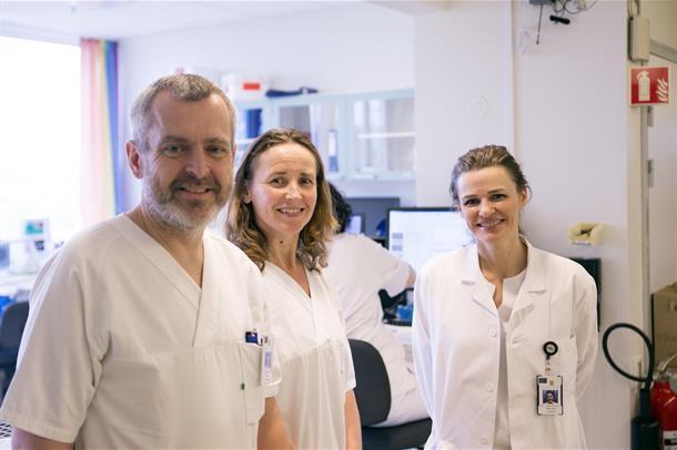 Avdelingsoverlege Heidi Cecilie Villmones (t.h.). Her med Inger Lill Anthonisen og Jan Peder Amundrød.